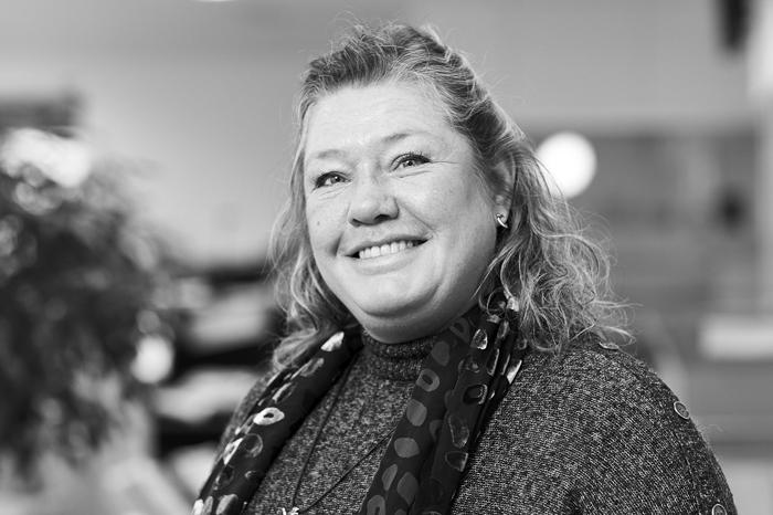 Helle-Lise Ritzau Kaptain : Jourhavende redaktionssekretær, Licitationen