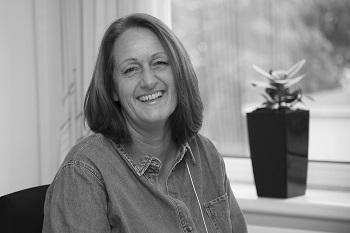 Lone Hougaard : Økonomi og Marketingassistent