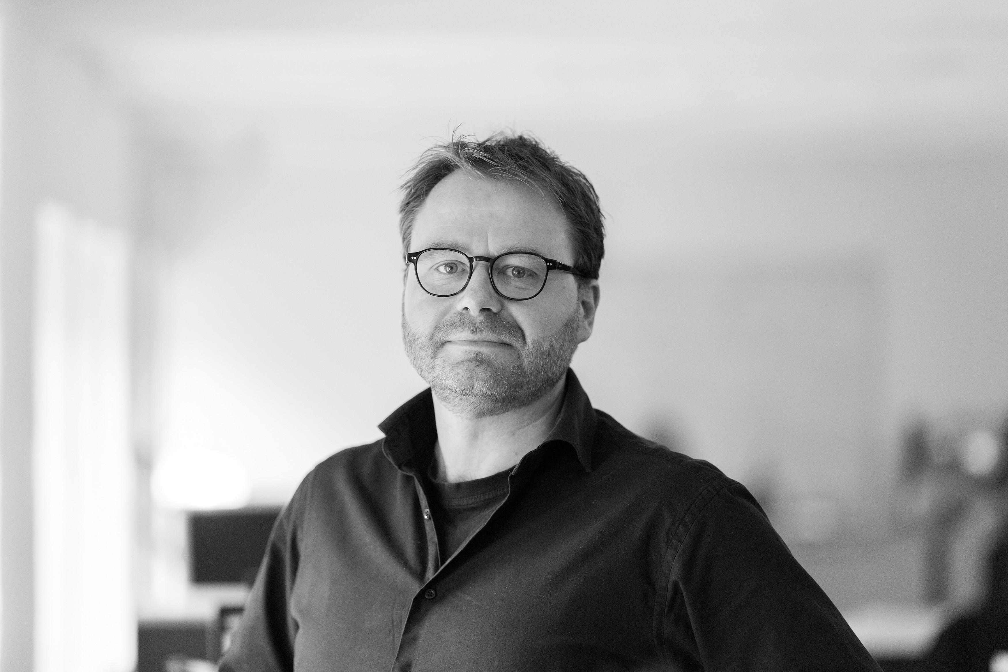 Søren L. Hviid : Journalist, Søfart