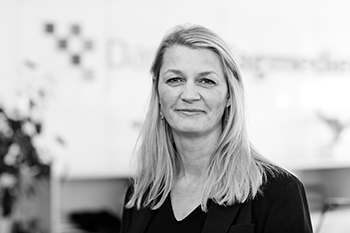 Jane Isbach : Kommerciel direktør