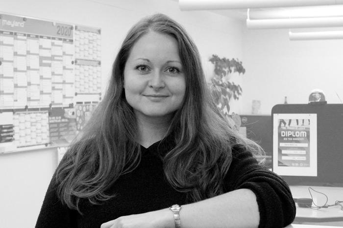 Caroline Burchardt : Journalist, RetailNews - på barsel